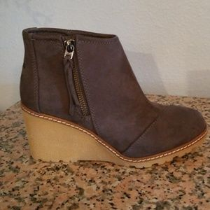 Toms Shoes - EUC Toms Wedge Booties Size 6